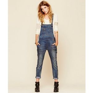 FREE PEOPLE WASHED DENIM OVERALL IN MILO WASH